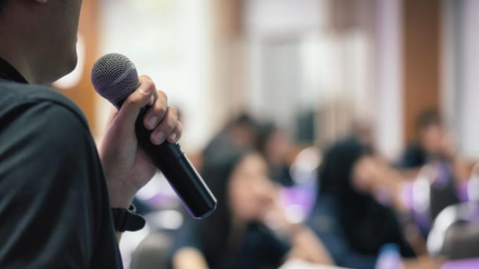 8. Pantun Penutup Pidato Kilat