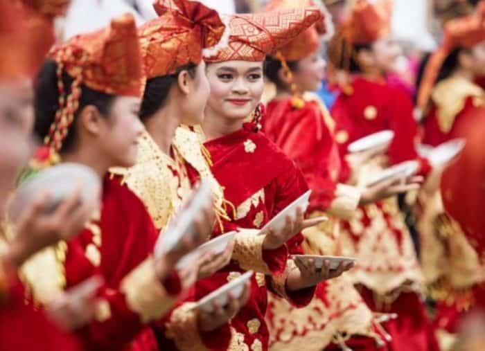 Macam Macam Tradisi Adat Istiadat Di Indonesia