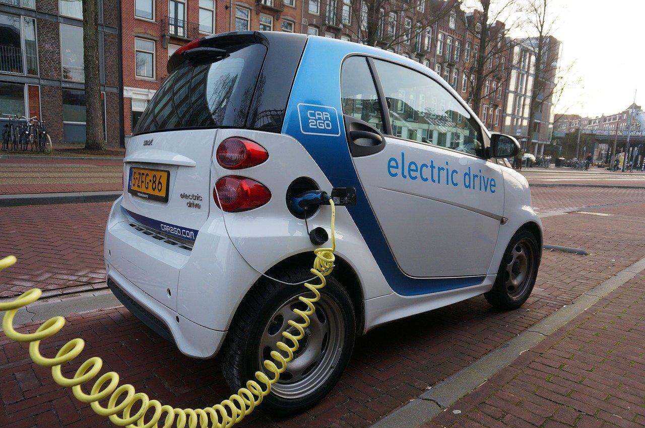 Cara kerja mobill listrik